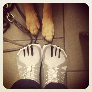 Ich teste die neuen Fila Skele-Toes (und mein Hund assistiert)